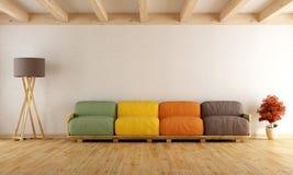 Biały hol z kolorową barłóg kanapą Fotografia Royalty Free