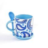 Biały i Błękitny Ceramiczny Kubek Fotografia Stock