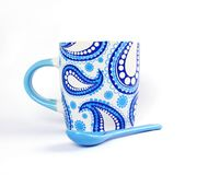 Biały i Błękitny Ceramiczny Kubek Fotografia Royalty Free
