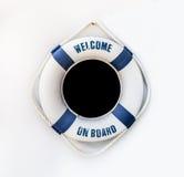 Biały i błękitny lifebuoy na biel ścianie, pławik na ścianie zdjęcie stock