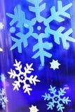 Biały i błękitny płatka śniegu tło lub wakacje tło Zdjęcia Stock