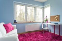 Biały i różowy pokój zdjęcia stock