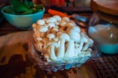 Biały jedzenie ono rozrasta się na kuchennym stole obraz royalty free
