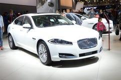 Biały Juguar Moskwa samochodu salonu Międzynarodowy połysk obrazy royalty free