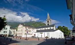 Biały kościół domy i Zdjęcie Royalty Free