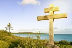 Biały kościół na błękitnym jaskrawym nieba tle w wielkanocy mor Obraz Royalty Free