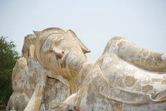 Biały kolor wielki plenerowy opiera Buddha w Tajlandia przy W obraz royalty free