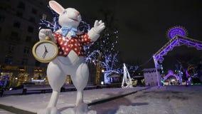 Biały królik z kieszeń zegarem od krainy cudów zbiory wideo