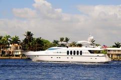 Biały luksusowy jacht w Południowym Floryda Obraz Stock