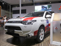 Biały Mitsubishi outlander samochód Zdjęcie Royalty Free