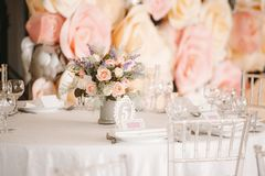 Biały namiot dla ślubnej ceremonii fotografia royalty free