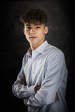 Biały nastoletniego chłopaka studia portret zdjęcie royalty free