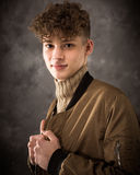 Biały nastoletniego chłopaka studia portret zdjęcie stock
