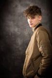 Biały nastoletniego chłopaka studia portret zdjęcia royalty free