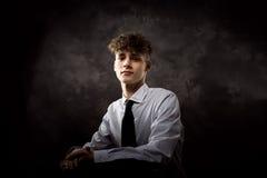 Biały nastoletniego chłopaka studia portret zdjęcia stock