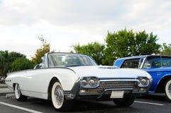 Biały odwracalny sporta samochód zdjęcie stock