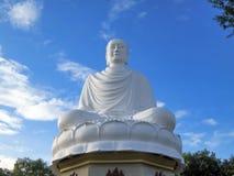 Biały ogromny Buddha Fotografia Royalty Free
