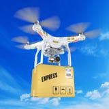 Biały opancerzania quadrocopter truteń z kamera wideo w clou zdjęcie royalty free