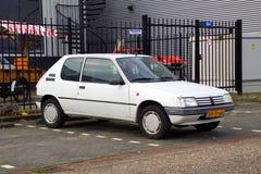 Biały Peugeot 205 zdjęcie stock