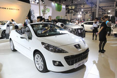 Biały Peugeot 207 cc samochód fotografia stock
