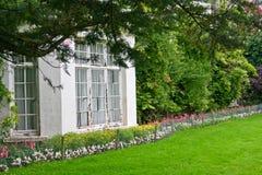 Biały podpalany okno od wiktoriański domu, Killarney, Irlandia Obrazy Stock