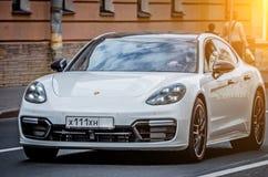 Biały Porsche dutchman latający forteczny Paul Peter Petersburg restauracyjny Russia święty Wrzesień 02 2017 Fotografia Stock