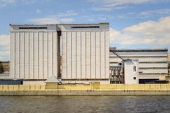 Biały przemysłowy budynek obraz royalty free