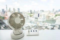 Biały przenośny USB desktop fan na biuro stole z USB centrum dla baterii Zdjęcia Royalty Free