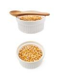 Biały ramekin wypełniający z kukurydzanymi nasionami obrazy royalty free