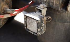 Biały reflektor przy tyły przyczepa przewozić samochodem fotografia royalty free