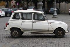 Biały Renault 4 odizolowywający Zdjęcia Stock
