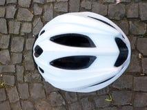 Biały roweru hełm Zdjęcie Stock