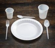 Biały rozporządzalny dishware set zdjęcia royalty free