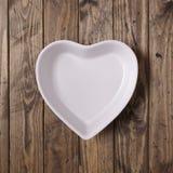 Biały serce kształtujący naczynie zdjęcia royalty free