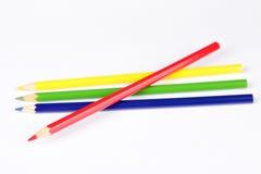 biały tło ołówki barwioni wielo- Obrazy Royalty Free
