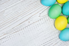 Biały tło z jajkami dla powitania Zdjęcia Royalty Free