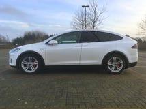 Biały Tesla model X zdjęcie royalty free