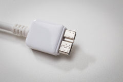 Biały usb 3 (0) kabli z mikro b włącznikiem Zdjęcia Stock