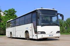 Biały Volvo miasta autobus zdjęcia stock