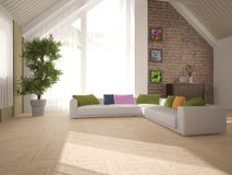 Biały wewnętrzny projekt żywy pokój z narożnikową kanapą Fotografia Royalty Free