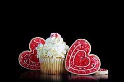 Biała Czekoladowa babeczka z Kierowymi ciastkami Obraz Royalty Free
