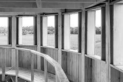 Biała drewniana rotunda z wiele drzwiami Fotografia Stock