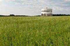 Biała drewniana rotunda z wiele drzwiami Obrazy Royalty Free