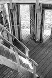 Biała drewniana rotunda z wiele drzwiami Obraz Stock