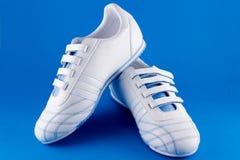 białe adidasy Zdjęcia Stock