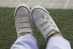 białe adidasy Zdjęcie Stock