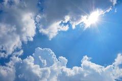 Białe chmury, niebieskie niebo Obraz Stock