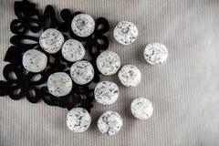Białego czarnego cukierku odgórny widok Zdjęcie Stock