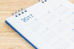 Białego papieru biurka spirali kalendarz 2017 Zdjęcie Stock