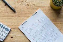 Białego papieru biurka spirali kalendarz 2017 Obrazy Royalty Free